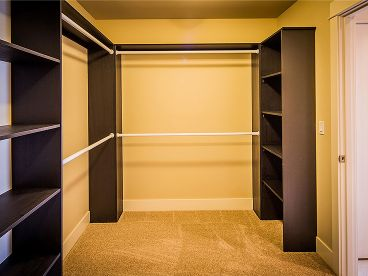 Walk-In-Closet Photo, 035H-0135
