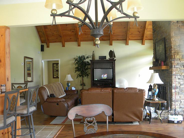 Family Room Photo, 073H-0088