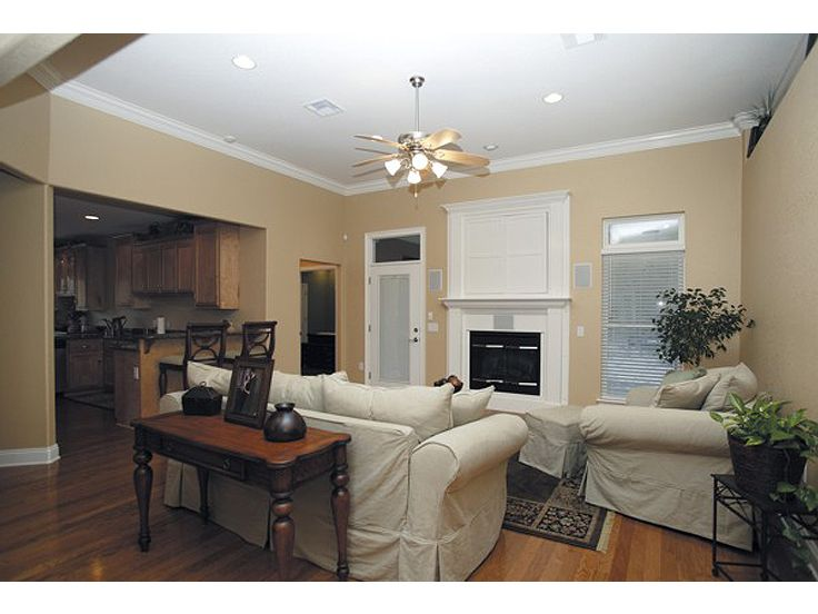 Family Room Photo, 007H-0033
