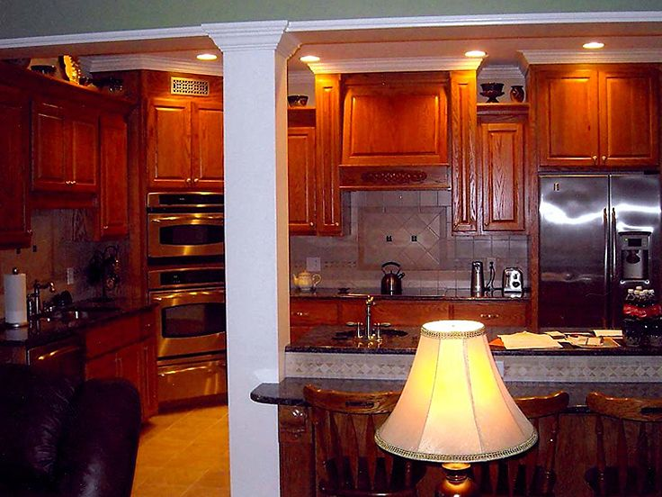 Kitchen Photo 2, 042H-0010