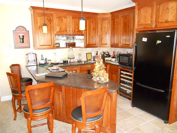 Lower Level Kitchen, 053H-0060