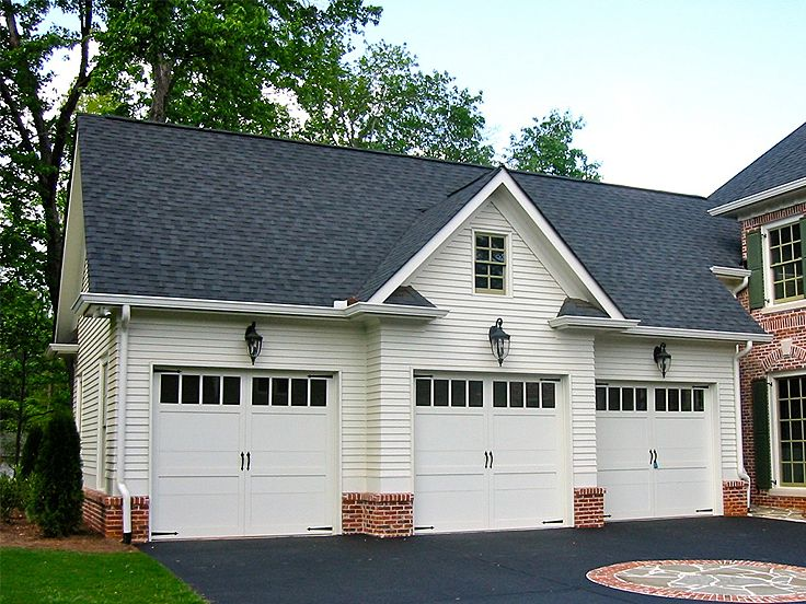 Carriage house plans 3 car garage apartment plan 053g for Three car garage house plans